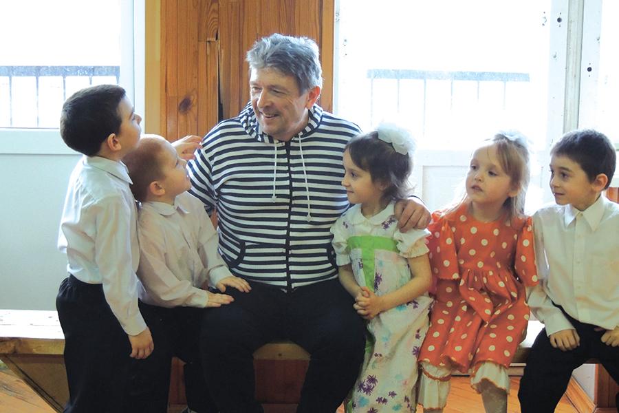 Андрей Викторович Завражнов с детьми