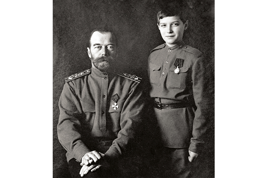 Николай II и цесаревич Алексей