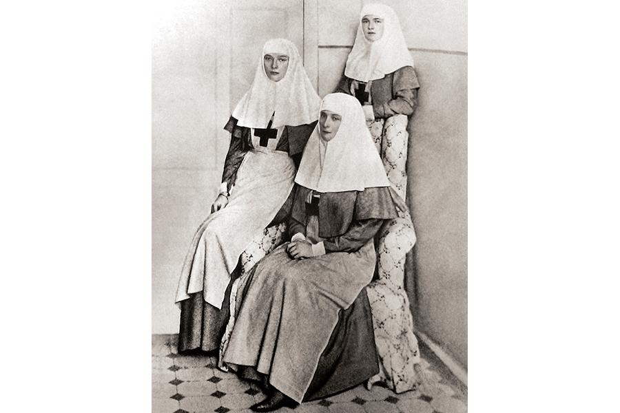 Императрица и дочери сестры милосердия