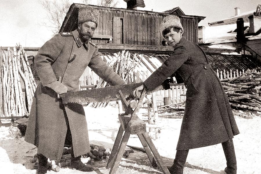 Николай II с сыном Алексеем, 1917 год