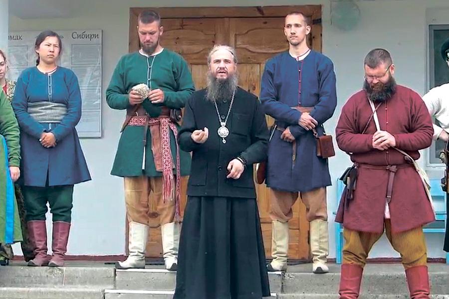Слово епископа Савватия перед поднятием флага на Заставе Ермака