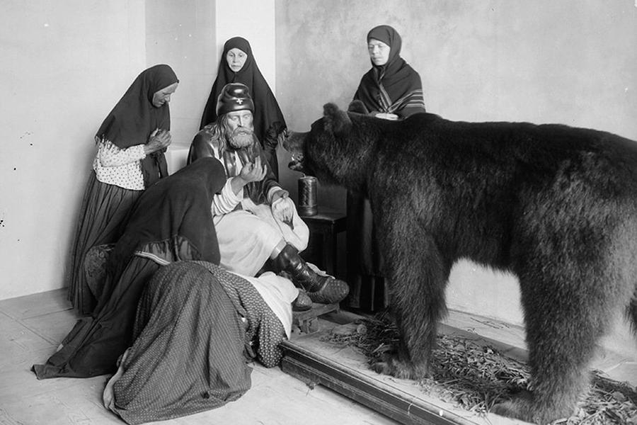 Преподобный Серафим Саровский с медведем