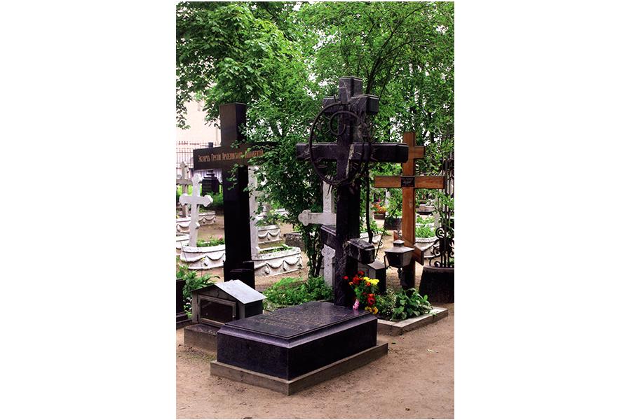 Мемориальное надгробие митрополиту Вениамину.jpg