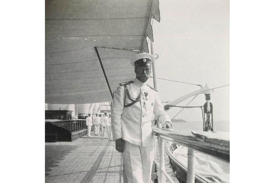 Николай II на Штандарте