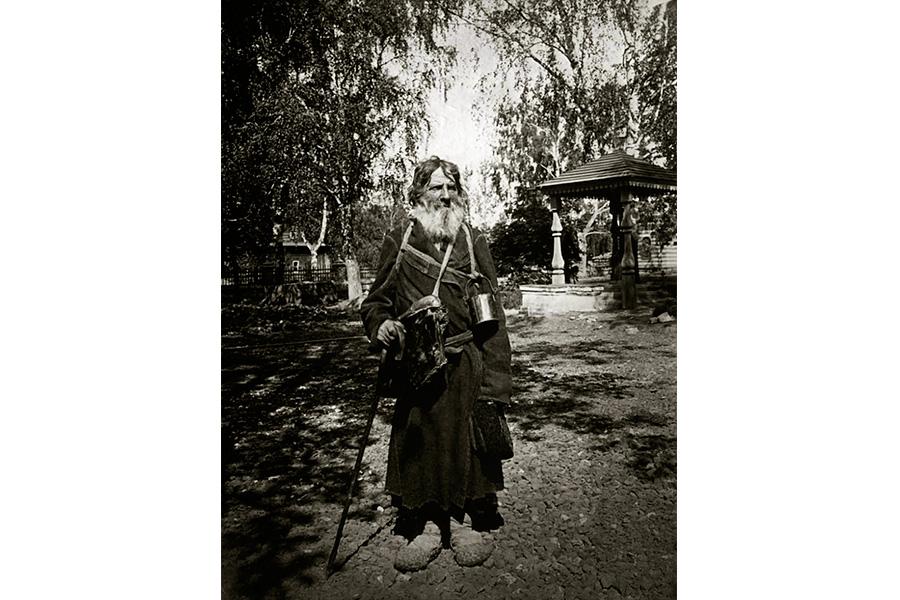 Странник в Серафимо-Дивеевском женском монастыре. 1904 г.