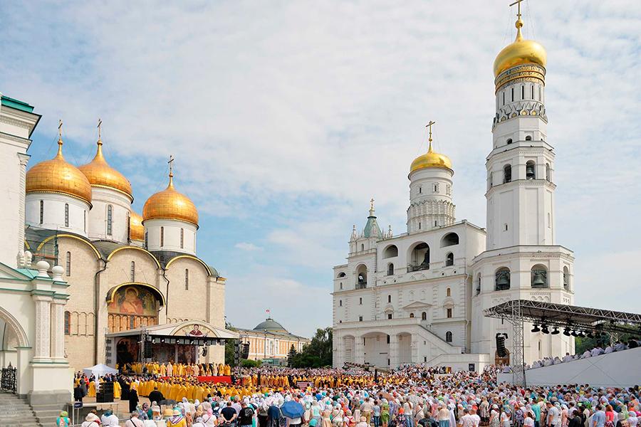Торжества на Соборной площади Кремля по случаю 1030-летия Крещения Руси