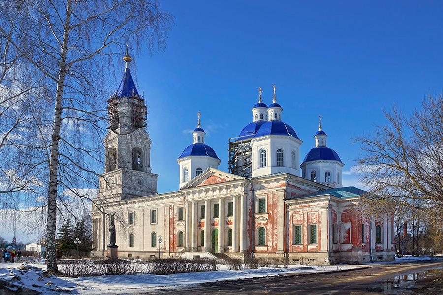 Воскресенский собор в Кашине и памятник святой благоверной княгине Анне Кашинской