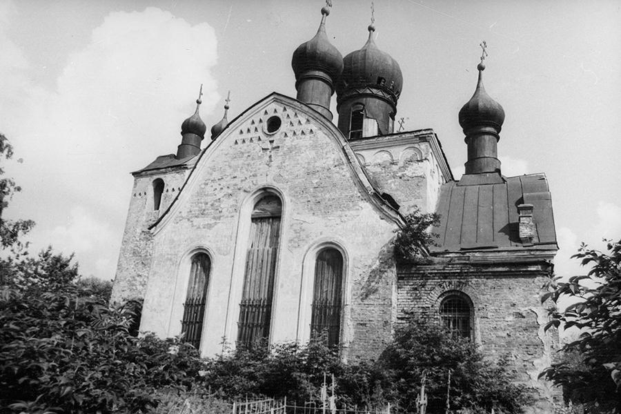 Храм Живоначальной Троицы в Уницах в 1979 году