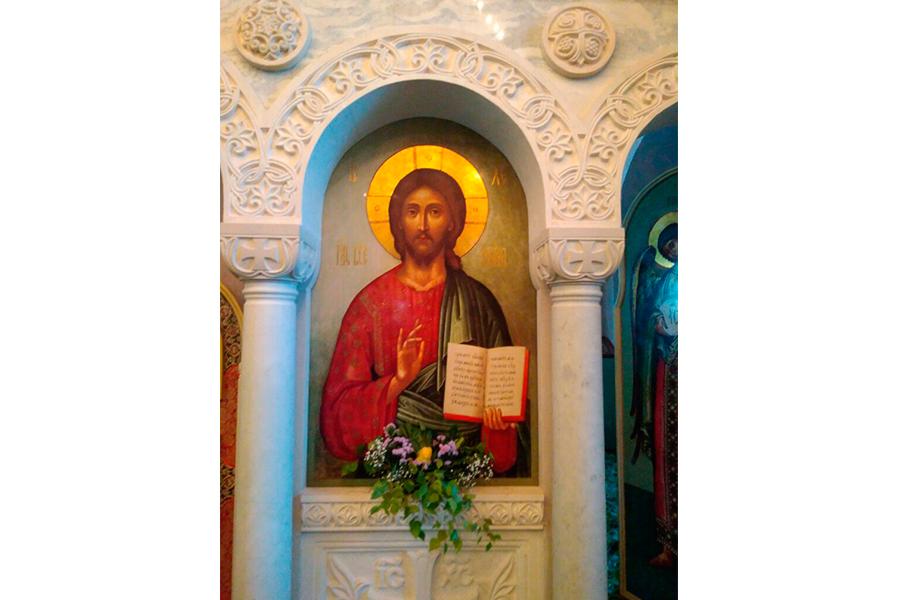 Образ Спасителя в новом иконостасе храма