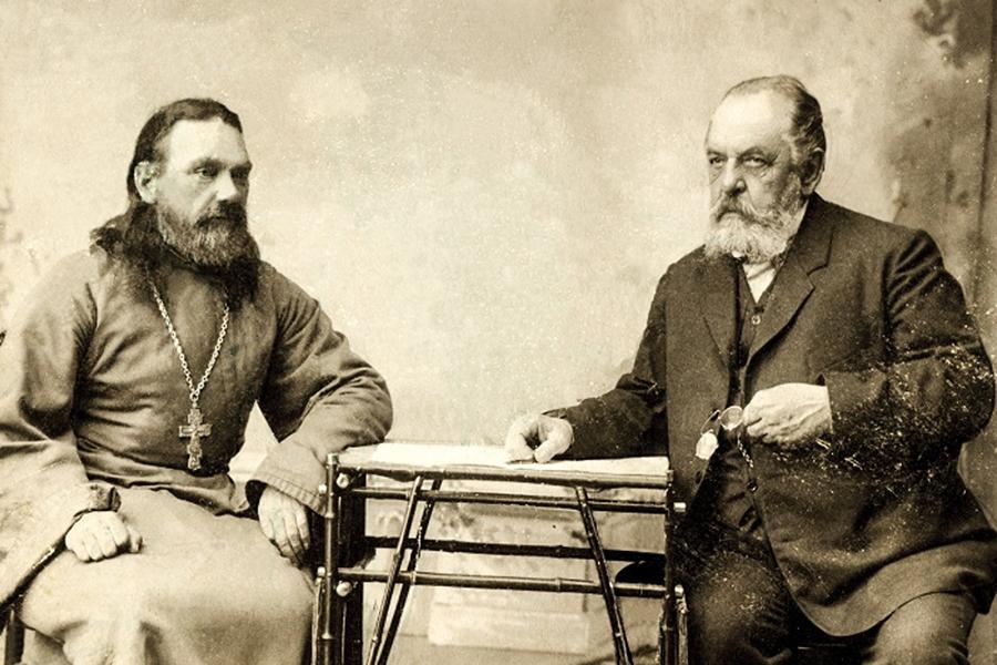 Строители храма священник Михаил Соколов и уницкий помещик В.Е. Воробьев