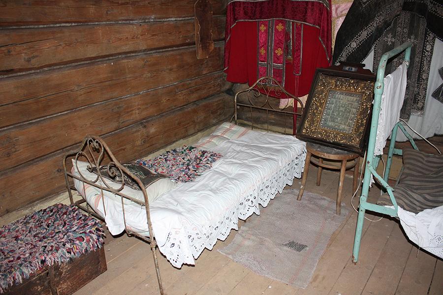 Мебель и утварь из дома священников Носовых села Савцыно