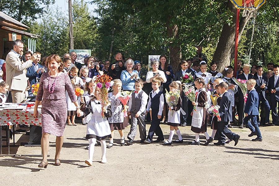 День знаний в Ивановской на Лехте школе