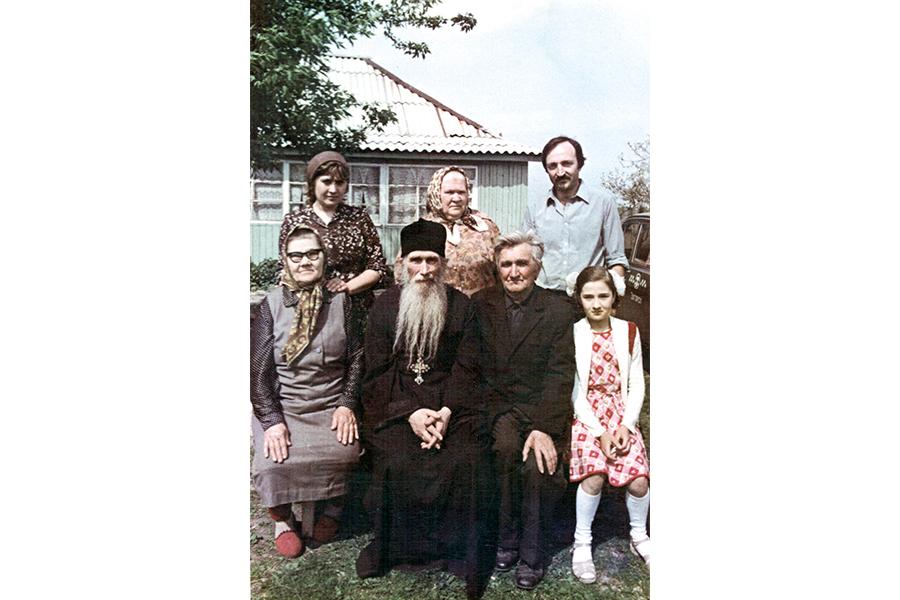 С братом Адрианом, сестрой Анной и родными