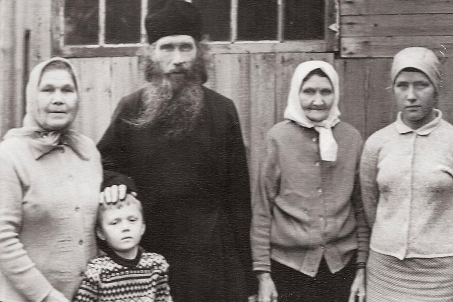 С сестрами Анной (слева) и Александрой (справа) и их внуками