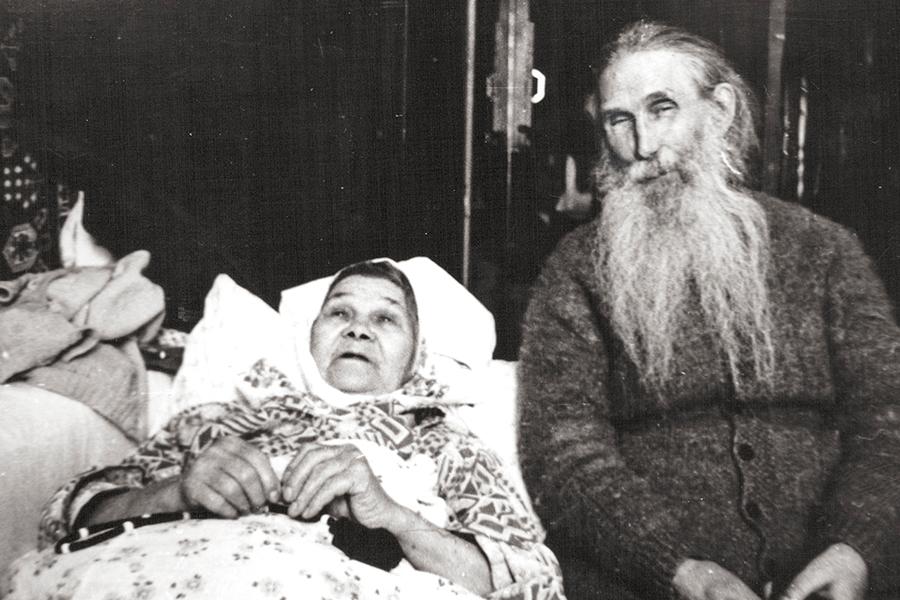 Отец Кирилл (Павлов) с сестрой Анной Дмитриевной