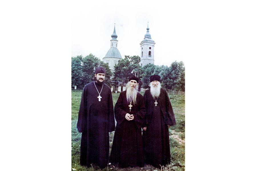 С земляками – архимандритом Николаем (справа) и священником Виктором