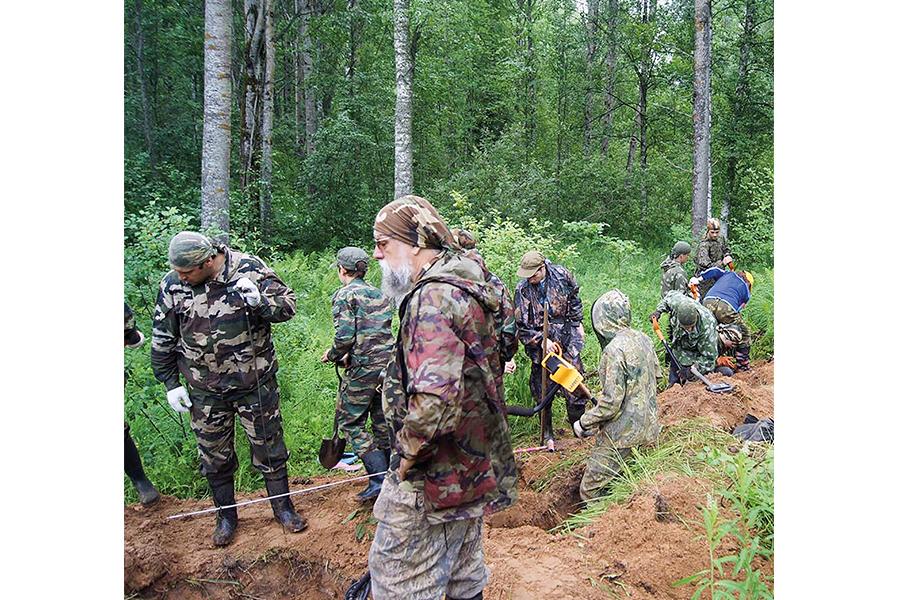 Школьный отряд «Пересвет» на раскопках подо Ржевом