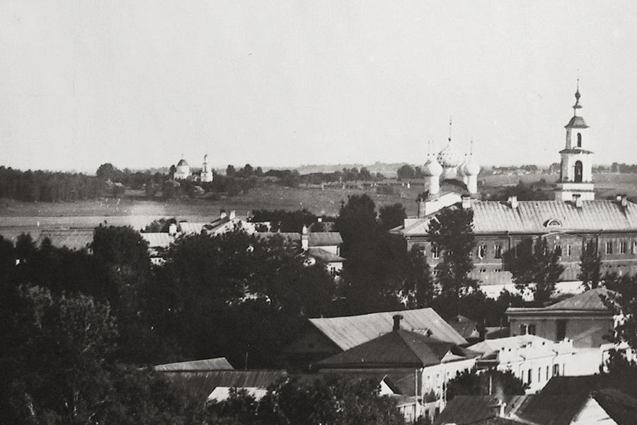 Справа - на переднем плане Сретенский монастырь, вдали село Покровское на реке Кашинке, фото Колотильщикова