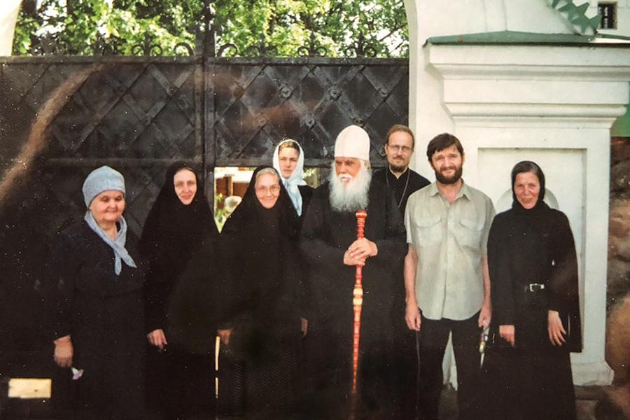 Архимандрит Ермоген с духовными чадами