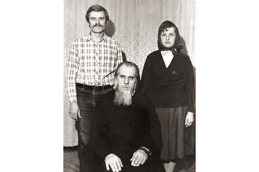 Архимандрит Ермоген с родственниками