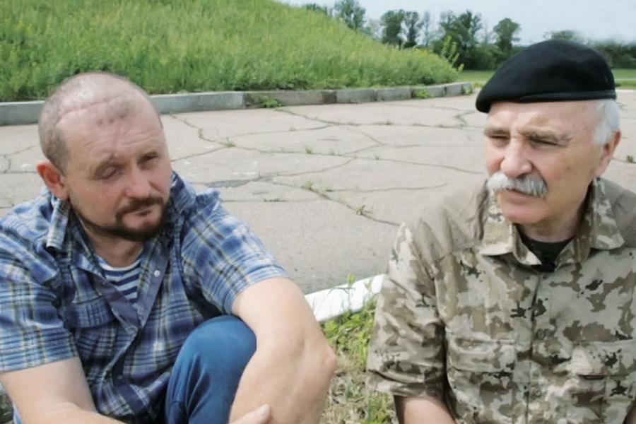 Кадр из документального фильма о Донбассе