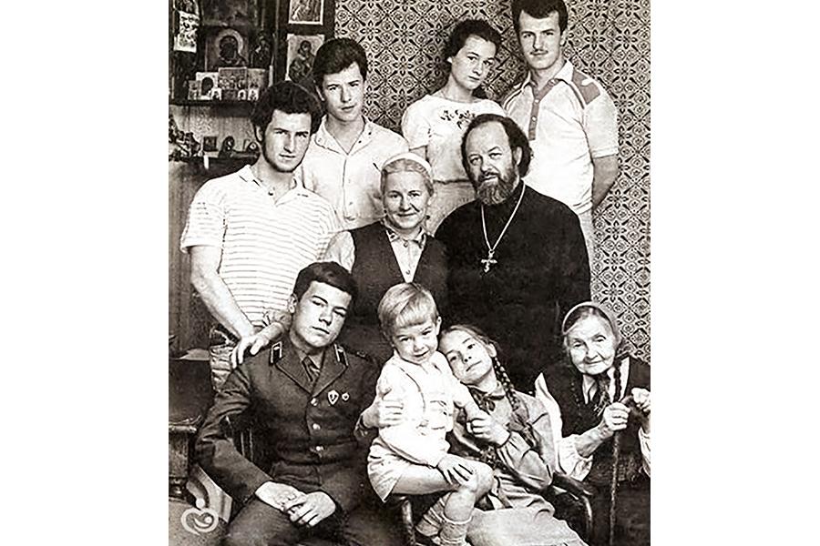 Семья протоиерея Валериана Кречетова в 1989  г.