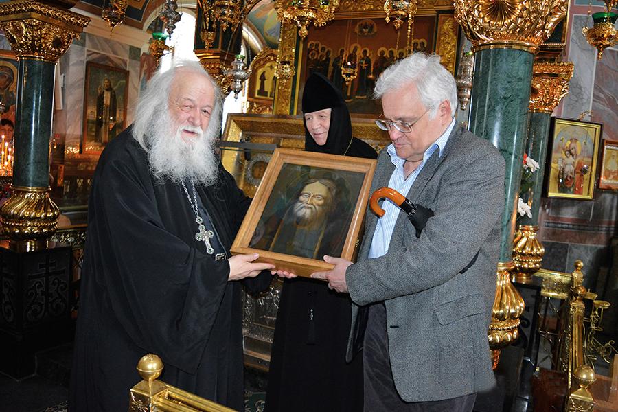 В Свято-Троицкой Серафимо-Дивеевской обители с игуменией Сергией и Борисом Александровичем Милославским