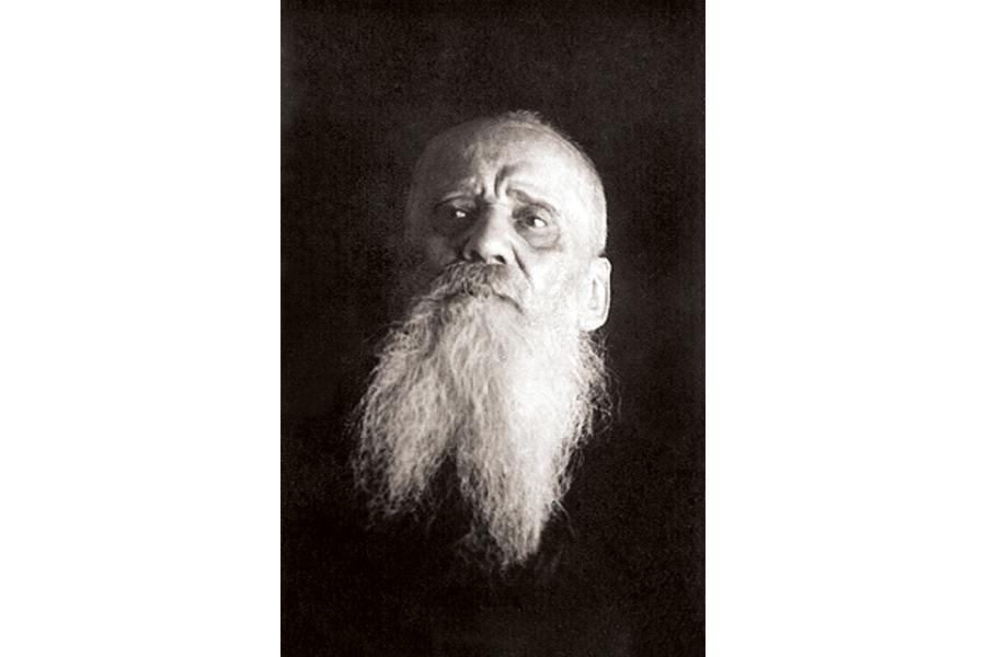 Преподобномученик архимандрит Кронид (Любимов), по его поручению отец Тихон Пелих хранил антиминсы обители до 1946 г.