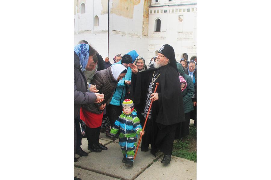 Отец Власий с «келейником» Артемием. Ноябрь 2018 г.