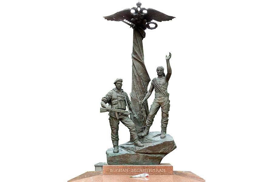 Памятник воинам-десантникам 6-й роты