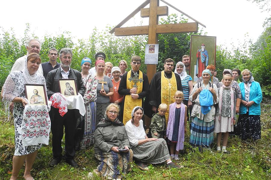 28 июля 2016 г. по благословению митрополита Ярославского и Ростовского Пантелеимона на вершине холма в урочище установлен поклонный крест
