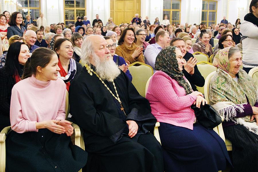 Для встречи всех желающих с отцом Валерианом в зале не хватило мест