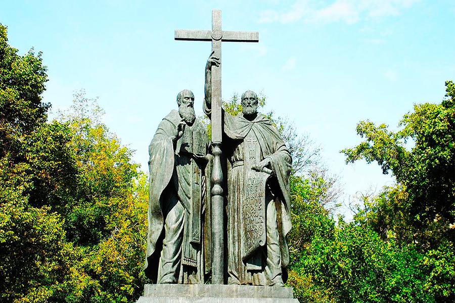 Памятник равноапостольным Кириллу и Мефодию в Москве