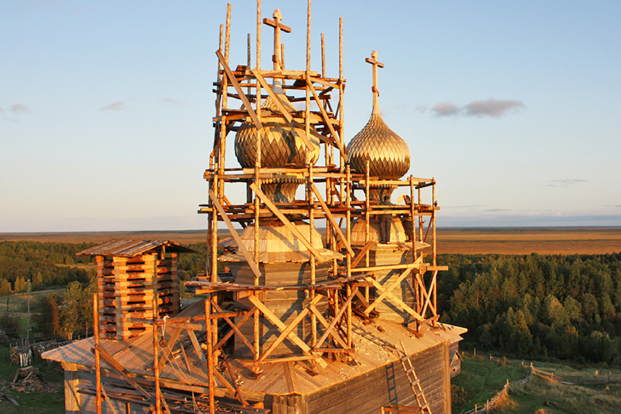 Храм Николая Чудотворца. д. Ворзогоры в лесах