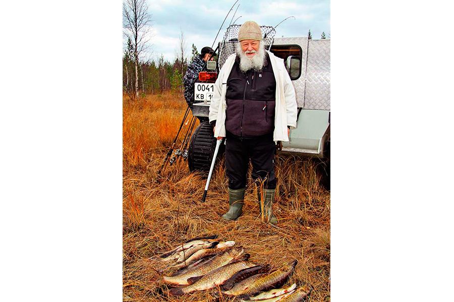 Протоиерей Валериан Кречетов на рыбалке