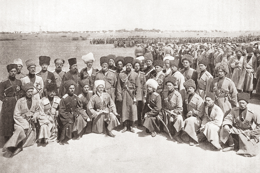 Государь-император Николай II среди офицеров-пластунов