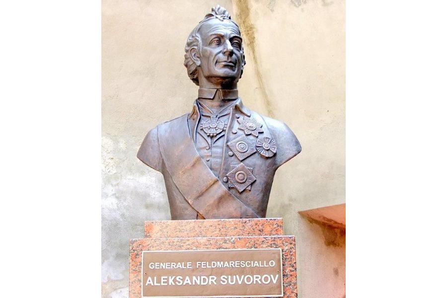 Памятник Суворову в Ломелло