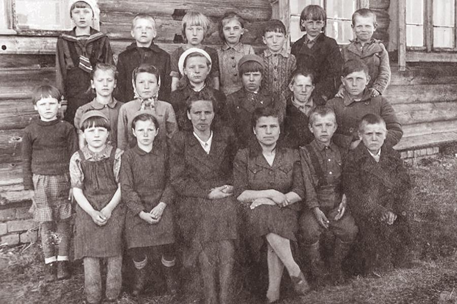 Учащиеся Клепцовской начальной школы, 1946 г.