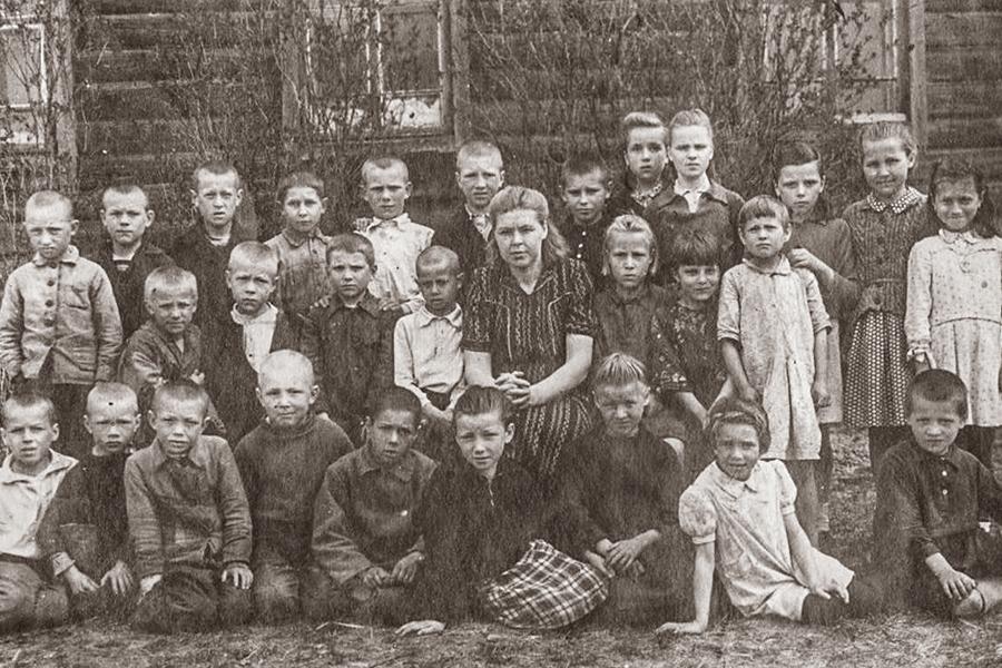 Учащиеся Клепцовской начальной школы, 1949 г.
