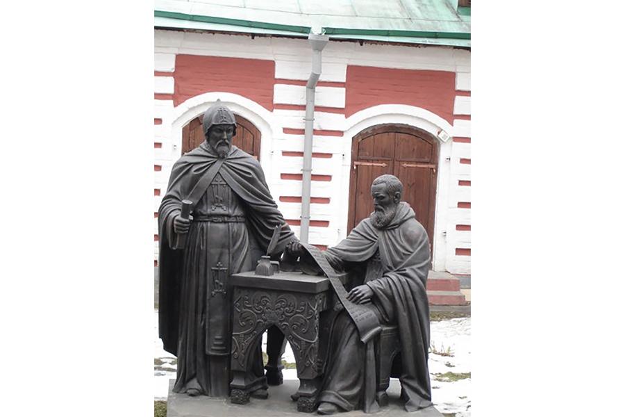 Памятник братьям Иоанникию и Софронию Лихудам в Москве