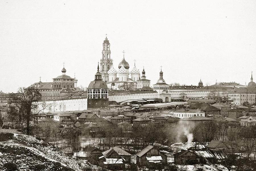 Вид Троице-Сергиевой Лавры с восточной стороны. Фото 1897 года.jpg