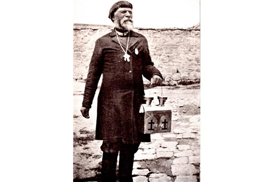 Православный паломник с лампадой Благодатного Огня