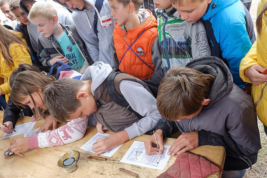 Школьная экскурсия. Фото Юрия Пузанова