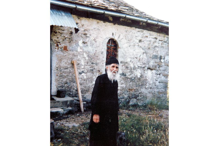 Паисий Святогорец у своего дома