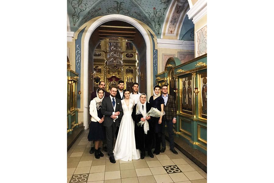 Матушка Татьяна Владимировна Куликова с детьми и зятьями