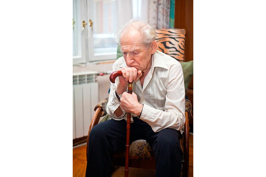 Нужно помочь старику избежать скуки во что бы то ни стало