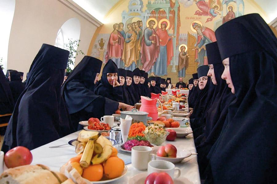 Старец Паисий Святогорец, наставляя монахинь, писал им, что нужно обращать внимание не только на саму пищу, но и на часы ее приема