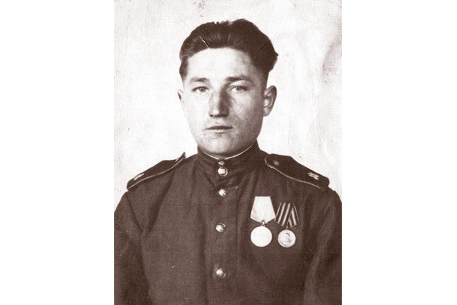 Алексей Глухов в 1945 г.