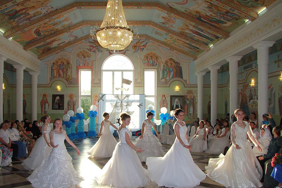 Выпускной был воспитанниц приюта Свято-Никольского Черноостровского женского монастыря в Малоярославце