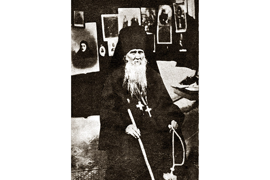 Старец Амвросий в своей келье в Шамордине